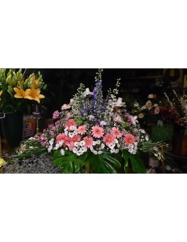 Centro funeral primaveral