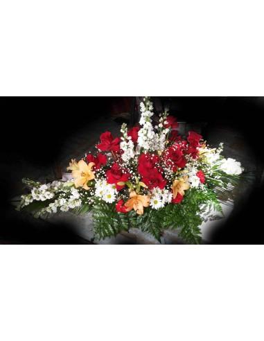 Centro funeral rosas con lilium