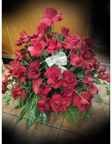 Centro de rosas rojas vueltas